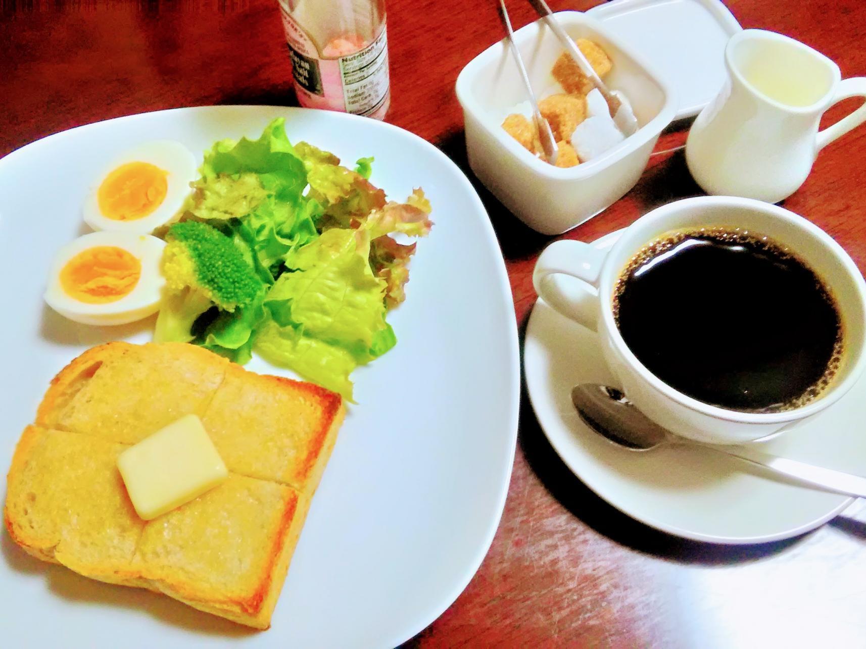 熟成するコーヒー豆と店と人「カフェ明治屋」-1